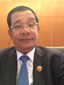 "Sebastian Strangio on Twitter: ""Hun Sen selfies from the #ASEAN Summit in Malaysia. #Cambodia https://t.co/Kd5CWb1byj https://t.co/OT6AaXxz1R"""