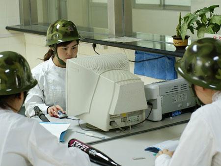 doctors-wearing-safety-helmets