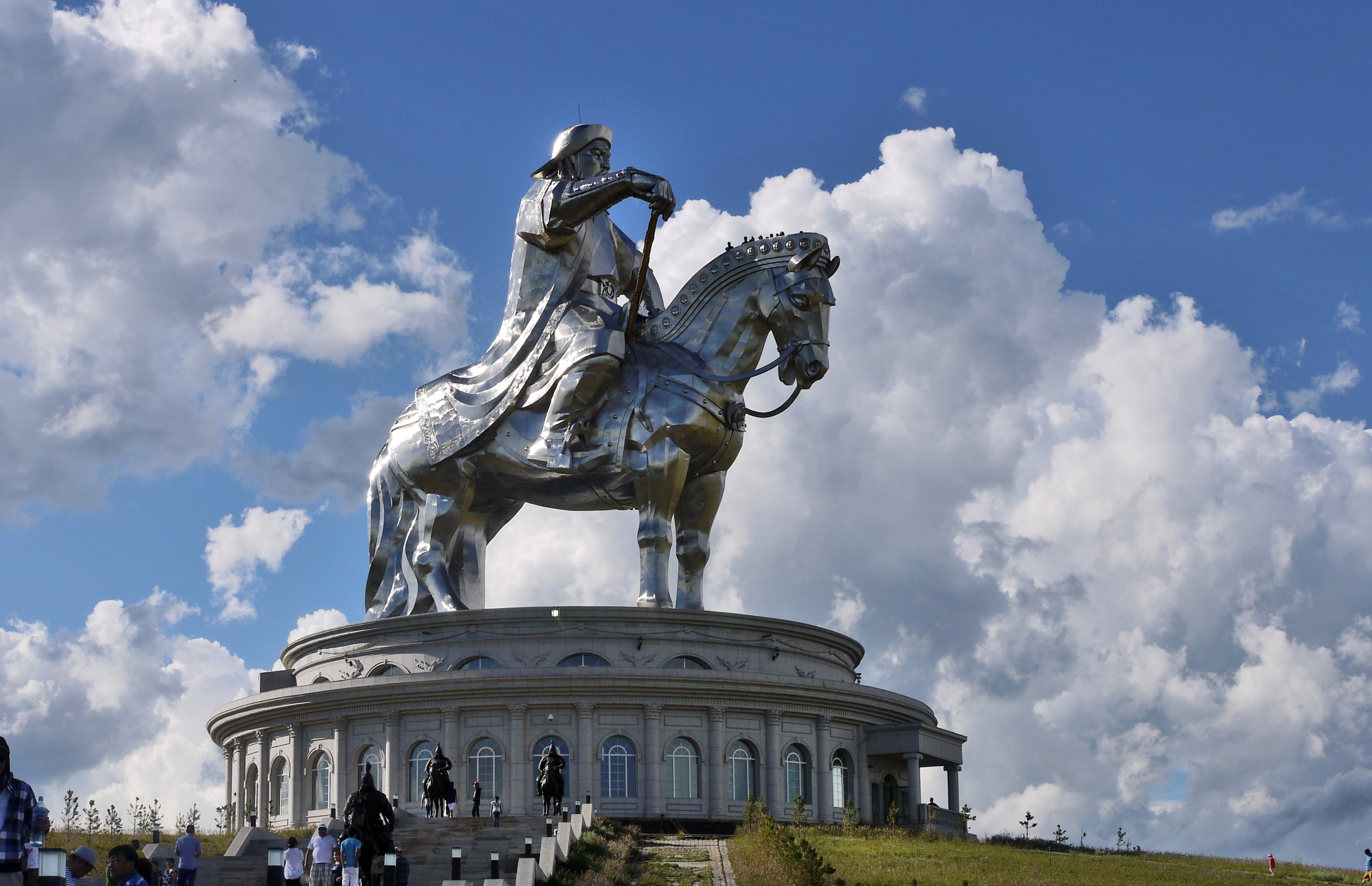 genghis-khan-equestrain-statue-1
