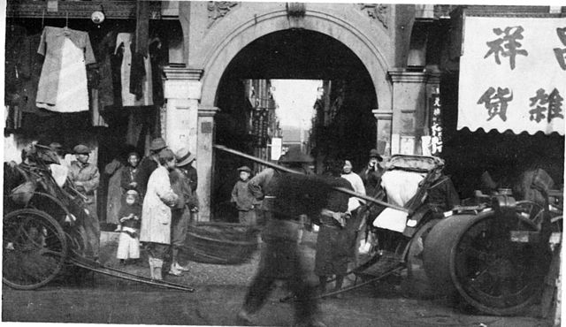 an_old_pic_of_an_entrance_to_a_longtang_in_shanghai