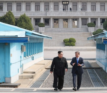 North Korean leader Kim Jong-un and South Korean leader Moon Jae-in walking along the demilitarised zone